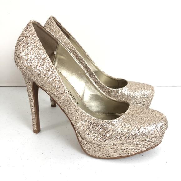 79c63e3e1e34 Chinese Laundry Champagne Gold Glitter Pumps Heels.  M 5a852647caab445873b64191